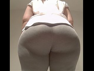 PHAT ASS WHITE GIRL TEASING